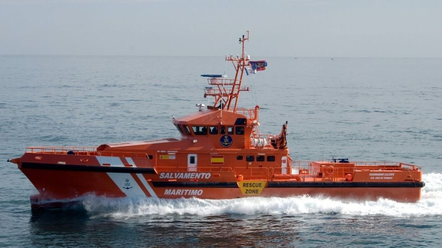 Ascienden a 566 los inmigrantes rescatados este jueves de 15 pateras en aguas andaluzas