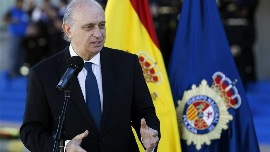 Fernández Díaz urge a que Europa aplique el registro de identidad de pasajeros