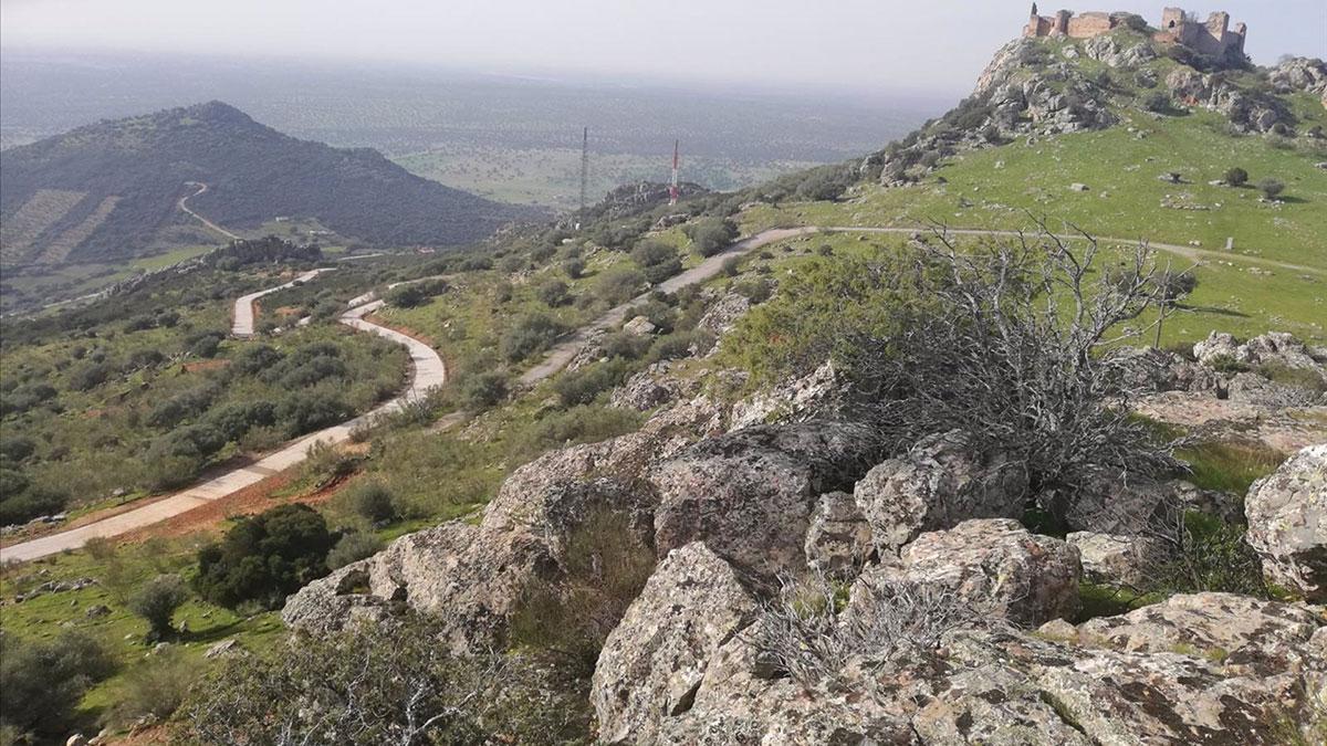 El camino de acceso a la torre de vigilancia para prevención de incendios en Santa Eufemia.