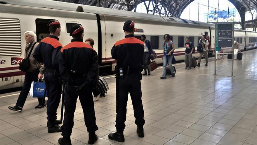 Medio centenar de heridos, 5 graves, en un accidente de tren en Barcelona