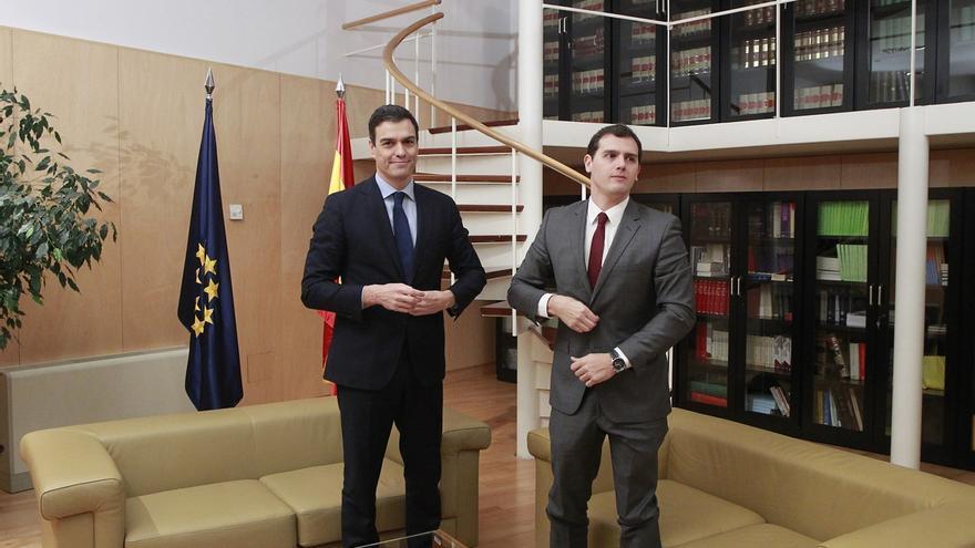 El principio de acuerdo entre PSOE y C's impide una subida del IRPF e incluye una importante reforma del Senado