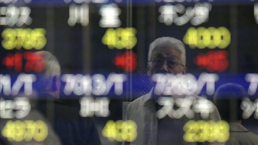 El Nikkei cayó 100,72 puntos, un 0,65 por ciento, hasta los 15.414,52 puntos