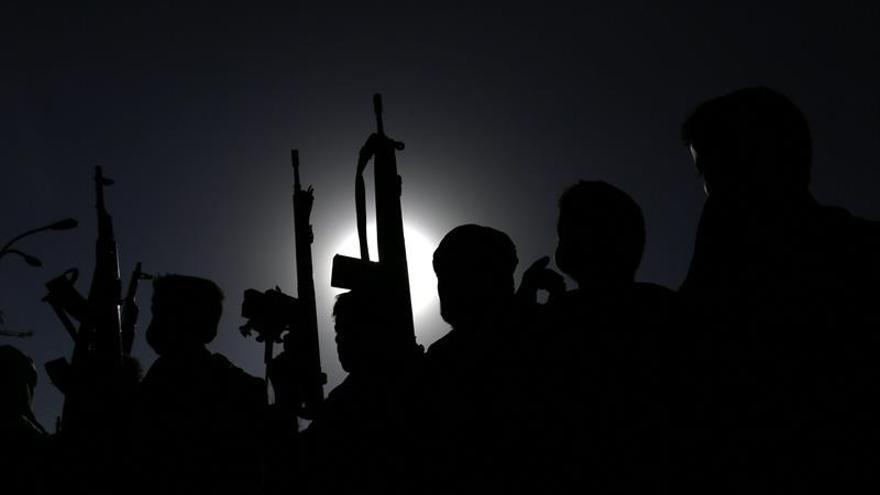 Mueren 36 soldados y policías yemeníes en un atentado terrorista en Adén