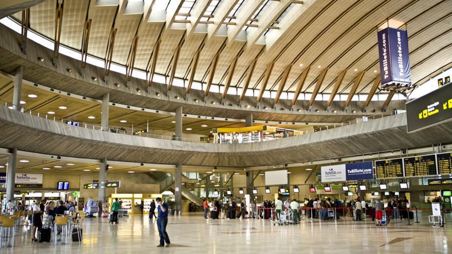 Terminal de pasajeros del aeropuerto Tenerife Norte / AENA.