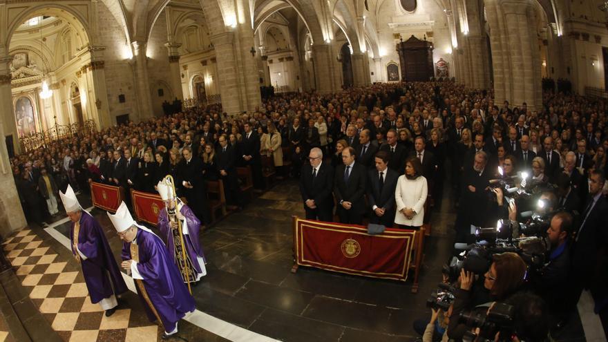 Unas 3.000 personas se han dado cita en la Catedral de Valencia con motivo del funeral de Rita Barberá