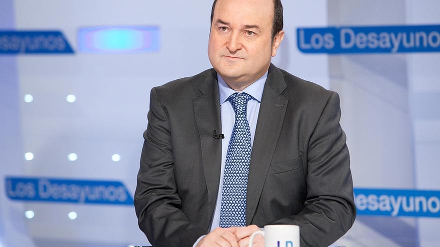 Ortuzar (PNV) propone que el sábado suenen en el Camp Nou los himnos vasco y catalán junto al español