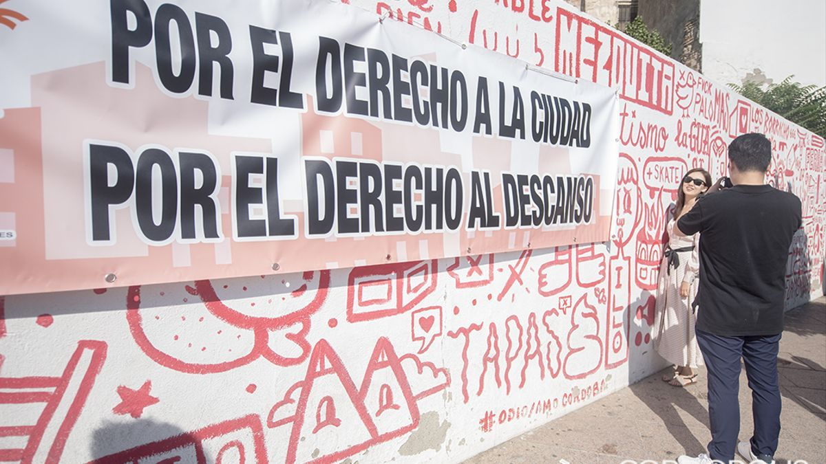 Los vecinos protestan contra el ruido y más locales de hostelería en la Cruz del Rastro
