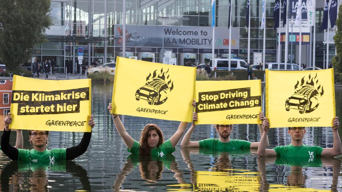 Movilizaciones contra la industria contaminante del automóvil frente a la Feria del Automóvil IAA Mobility en Múnich.