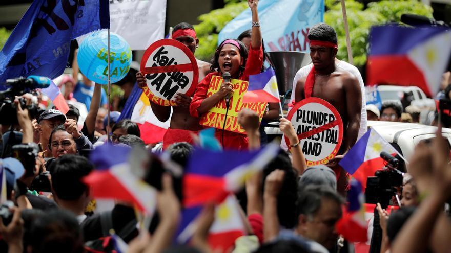 Duterte dice que China es su benefactor pese al conflicto territorial