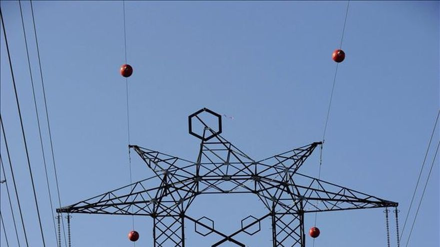 El recibo eléctrico se encarece el 10,2 por ciento de enero a agosto respecto al 2014