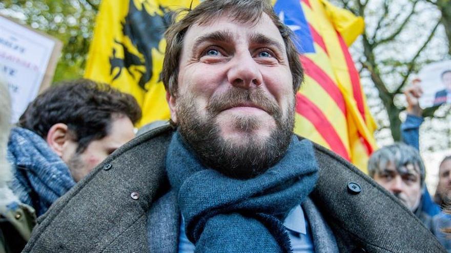 Más de mil personas arropan a 3 exconsejeros en una concentración de la ANC en Bruselas