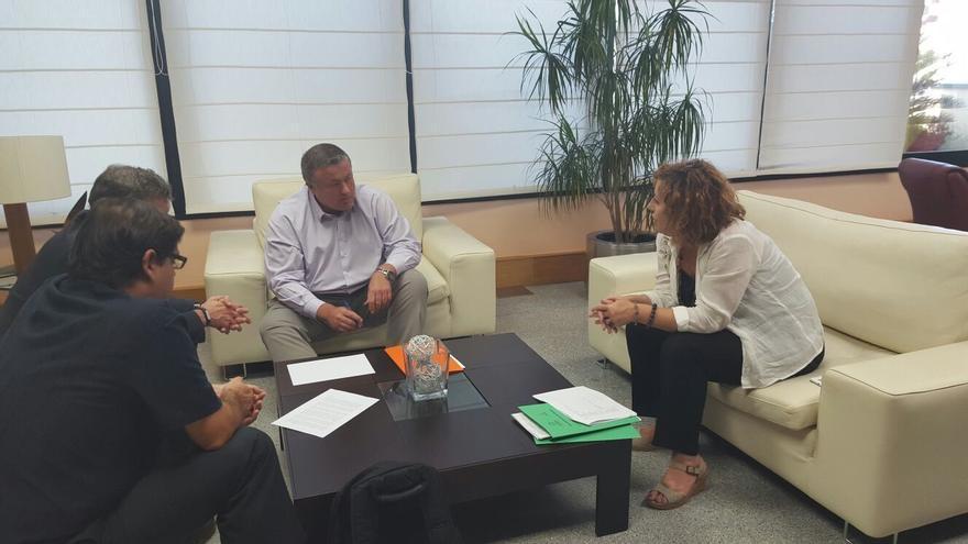 Reunión de Podemos y Es Ahora con Francisco Bernabé