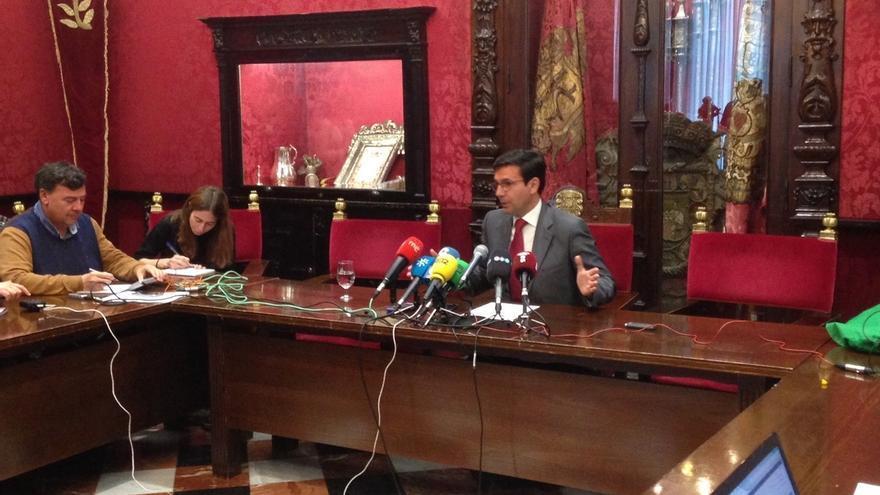 PSOE inicia el contacto con el resto de grupos en el Ayuntamiento y abre la puerta a una moción de censura