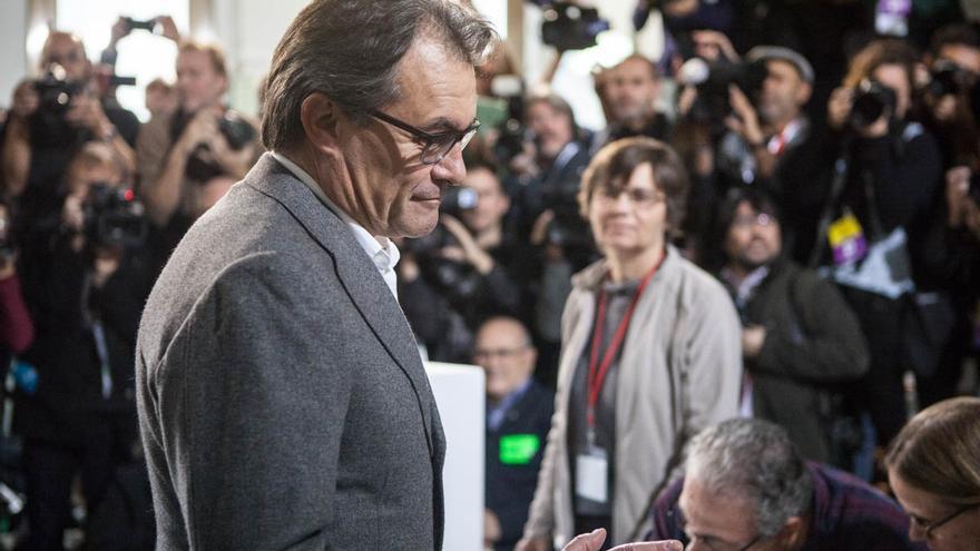 Artur Mas, a punto de votar el pasado 9-N. /ENRIC CATALÀ