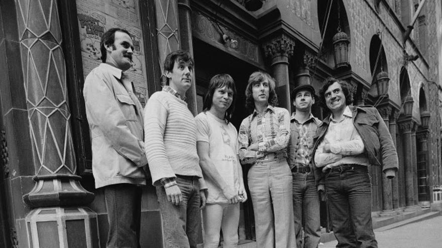 John Cleese, Michael Palin, Terry Gilliam, Eric Idle, Neil Innes y Terry Jones. Los Monty Python en 1976.