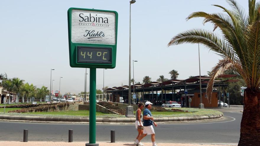 El termómetro marca 44 grados en Maspalomas, en el sur de Gran Canaria. (ALEJANDRO RAMOS)