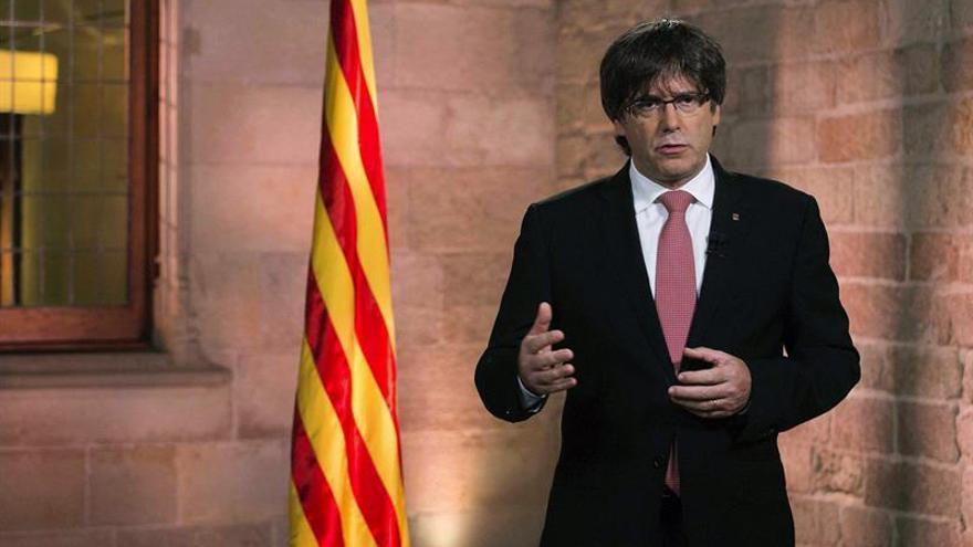 Puigdemont avisa sólo el Parlament puede inhabilitarlo y tiene a punto el 1-O