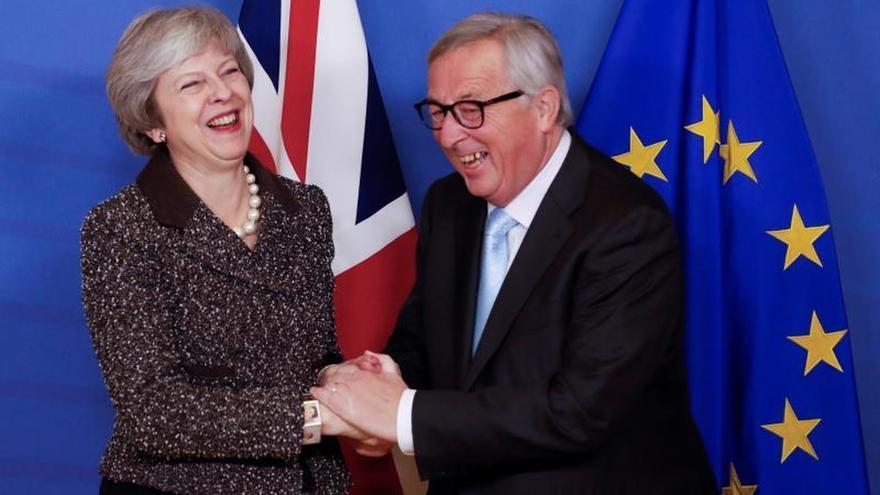 """La UE rechaza renegociar el """"brexit"""", pero está dispuesta a aclaraciones"""
