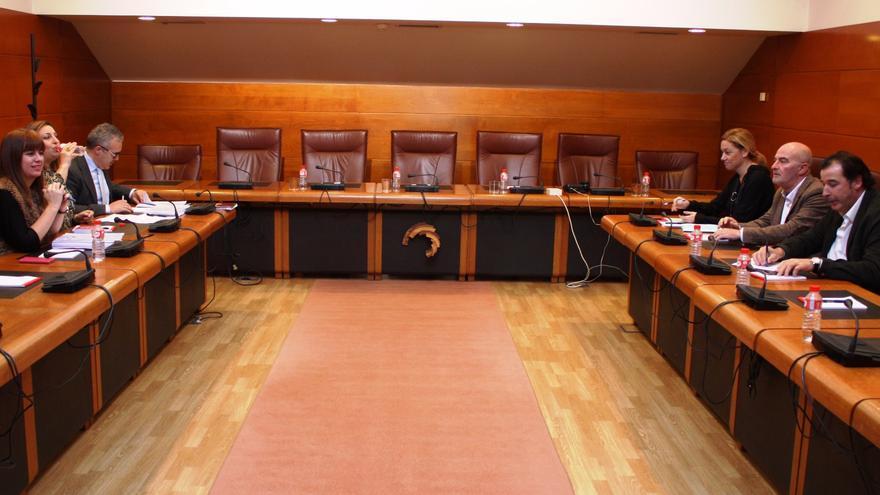 Reunión entre el PRC y PSOE con el el PP.