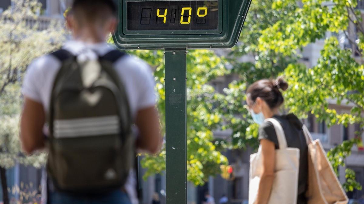 Imagen de archivo de un termómetro en la calle este verano.