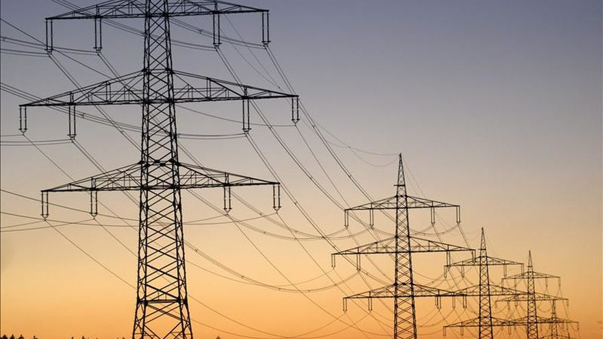 El consumo eléctrico de las grandes empresas cae un 0,5 % en octubre