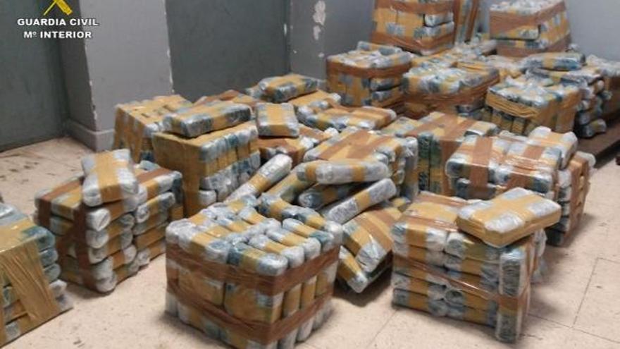 Alijo de cocaína incautado por la Guardia Civil en Algeciras.