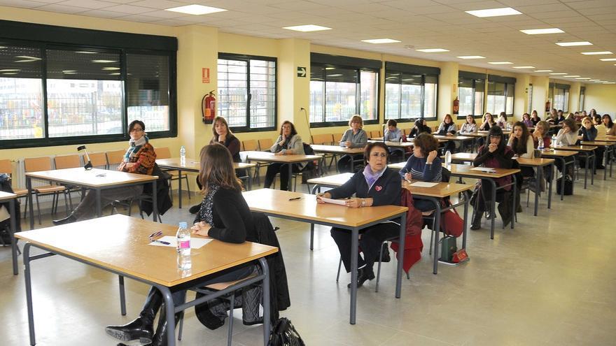 Interinos esperan que el aumento de plazas de oposiciones docentes no se quede en un año preelectoral