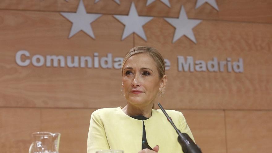 """Cifuentes ve de """"mala educación"""" que Iglesias no quiera saludar al Rey y Hernando cree que hay """"ganas de ser noticia"""""""