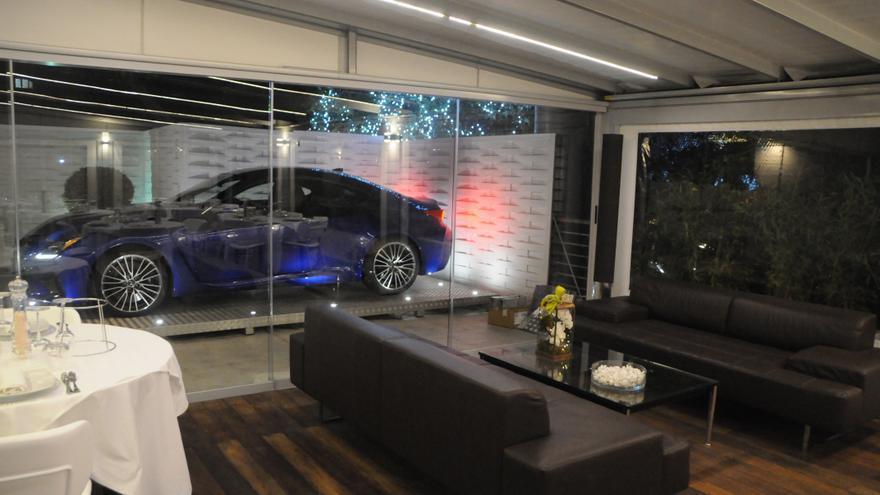 El AQUA by Lexus Fish Resturant combina la cocina creativa con los automóviles de lujo.
