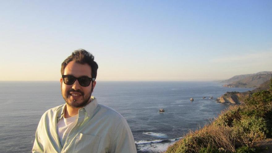Israel Ferrer es desarrollador, tiene 30 años y trabaja en Twitter