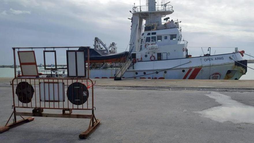 """El barco español """"Open Arms"""" permanece inmovilizado en el puerto de Pozzallo en Sicilia, Italia. EFE/Archivo"""