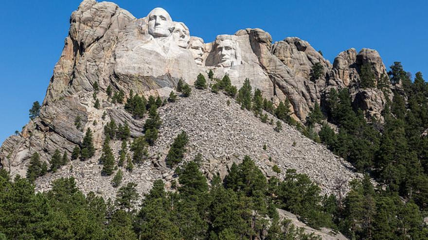Las efigies de Monte Rushmore representan a los cuatro presidentes que asentaron el país durante los primeros 150 años de historia de los Estados Unidos. David Brossard