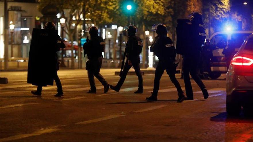 Atentado en el corazón de París a tres días de las presidenciales