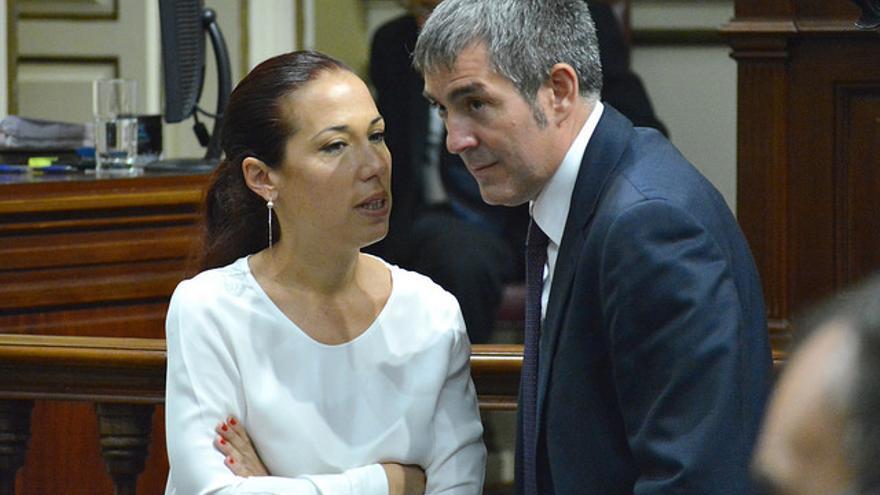 Patricia Hernández y Fernando Clavijo en el Parlamento de Canarias