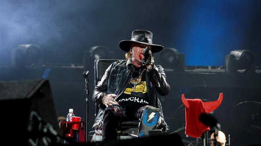 La prensa lusa elogia con unanimidad el debut de Axl Rose con AC/DC