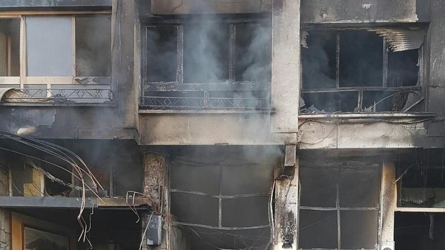 Una persona sufre quemaduras y otras dos son atendidas por inhalación de humo por un incendio en una lonja en Güeñes