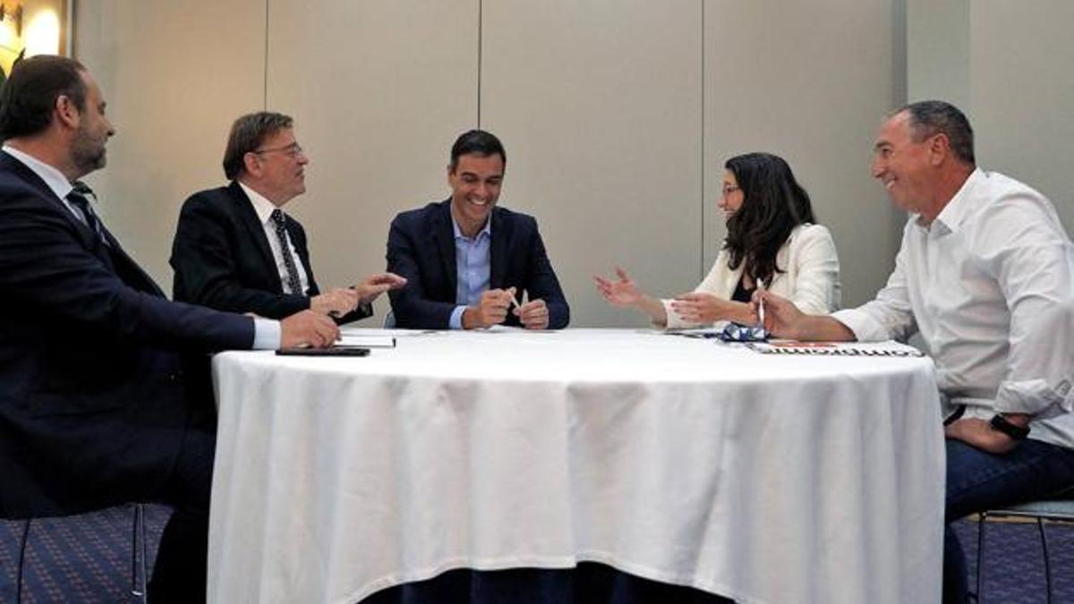 José Luis Ábalos, Ximo Puig, Pedro Sánchez, Mónica Oltra y Joan Baldoví, en una reunión.