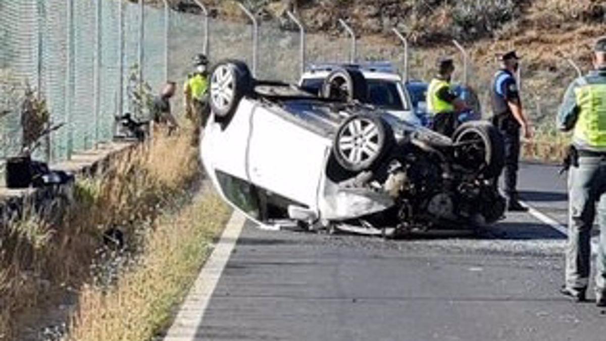 Imagen del vehículo siniestrado este miércoles en Arona