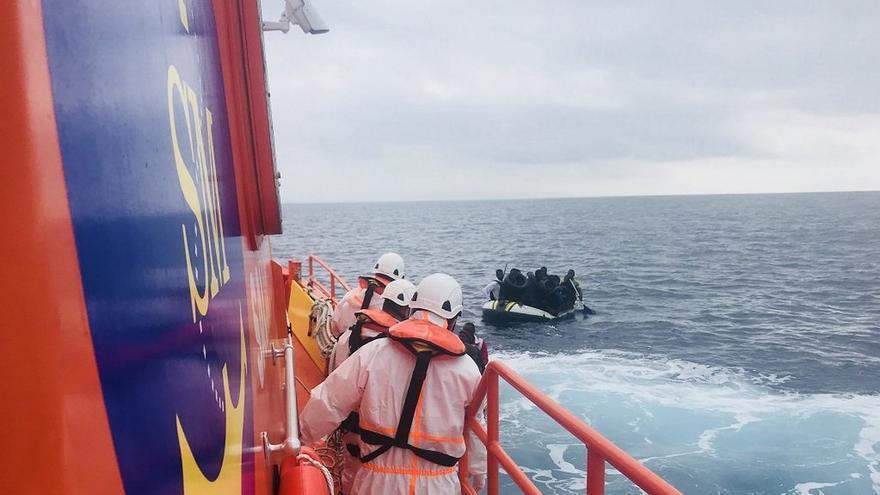 Rescatadas 58 personas que navegaban en una patera por aguas del mar de Alborán