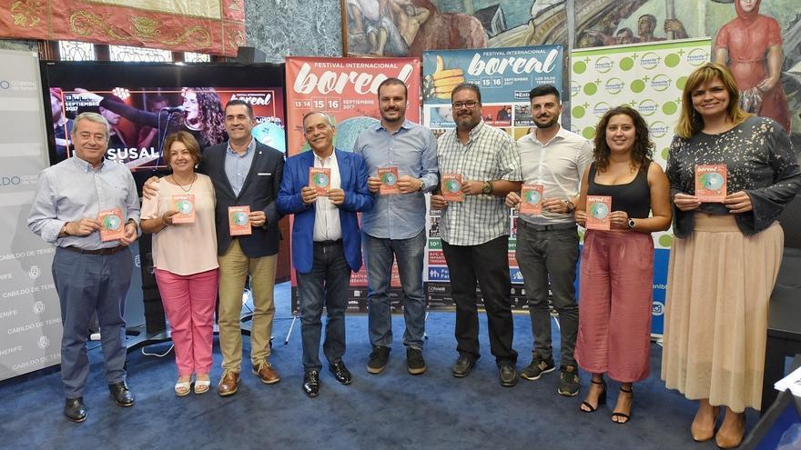 Foto de familia tras la presentación este lunes en el Cabildo