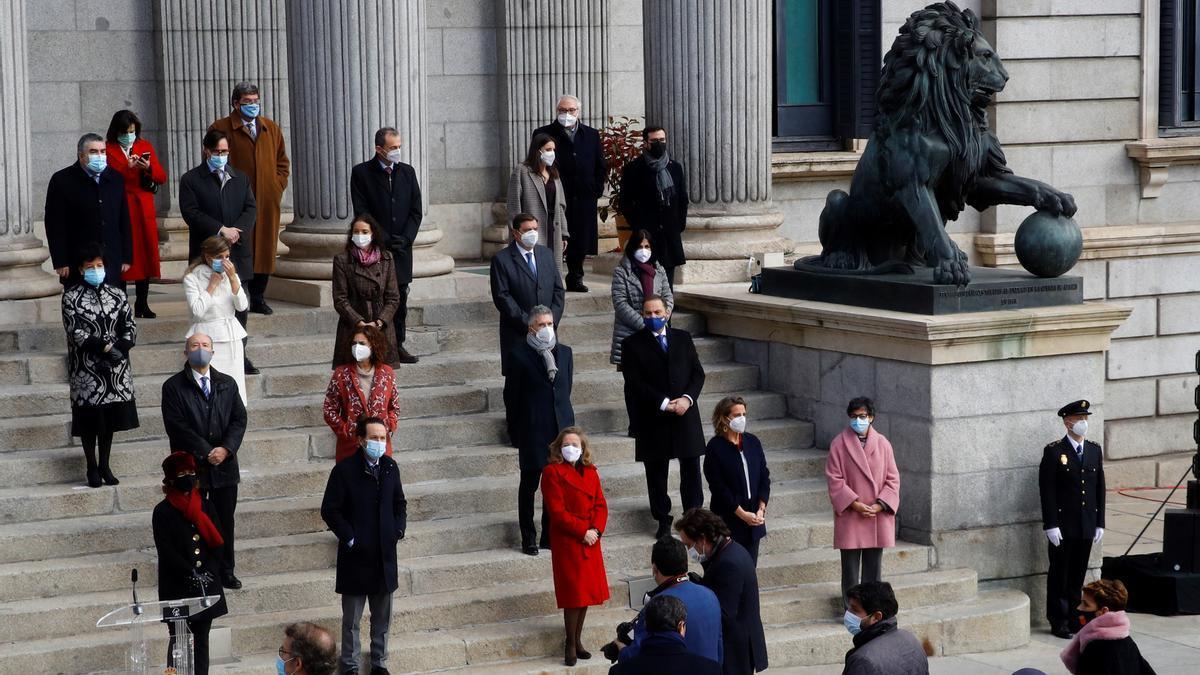 Vista general de la celebración del cuadragésimo segundo aniversario de la Constitución en la escalinata del Congreso de los Diputados este domingo en Madrid. EFE/Ballesteros