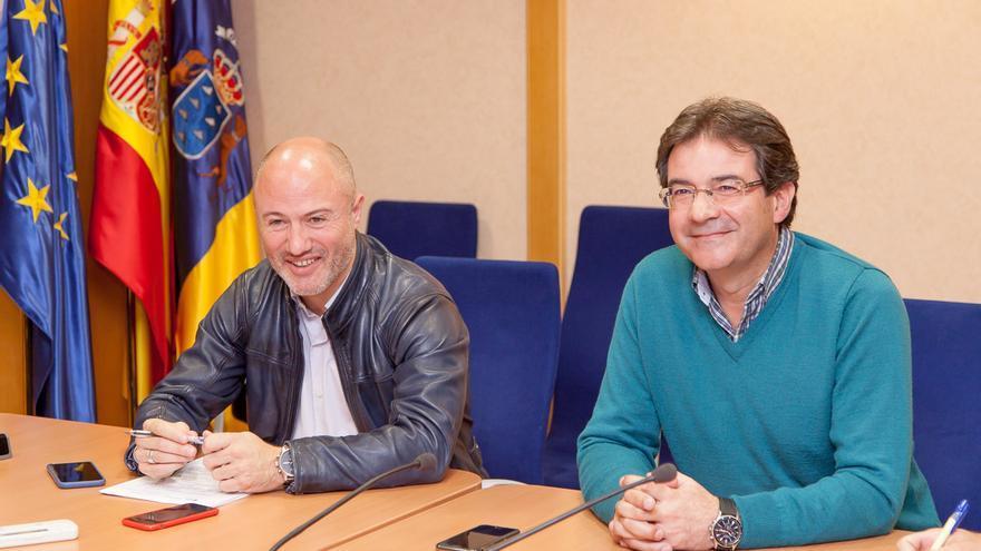 Pedro Afonso, director general de Ordenación del Territorio del Gobierno de Canarias, y José Adrián Hernández, alcalde de Puntallana.