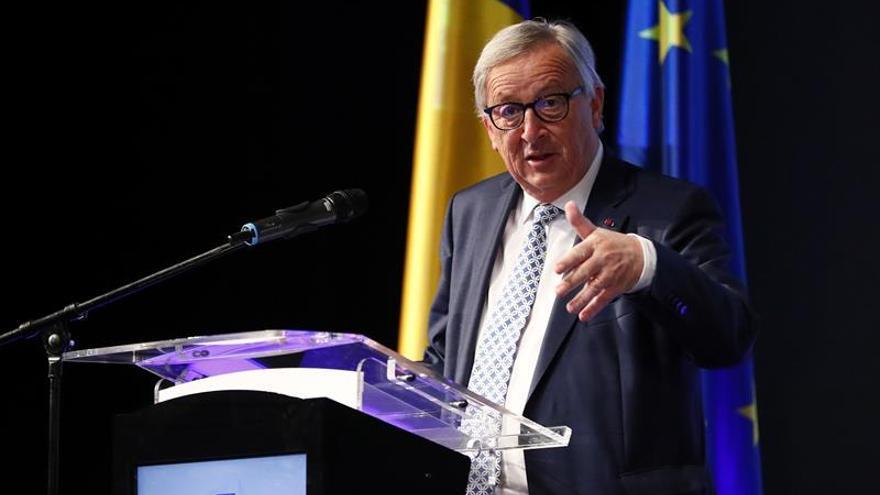 Juncker apela a la unidad de socialistas y democristianos para frenar a los ultras