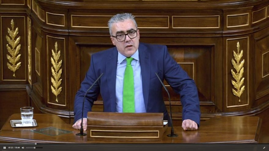 El portavoz regionalista, Pedro Hernando, durante su intervención en el Parlamento.