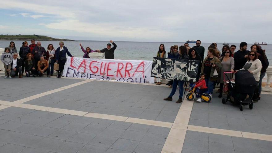 Concentración de protesta en El Sardinero contra el barco saudí Bahri Hofuf.   PASAJE SEGURO