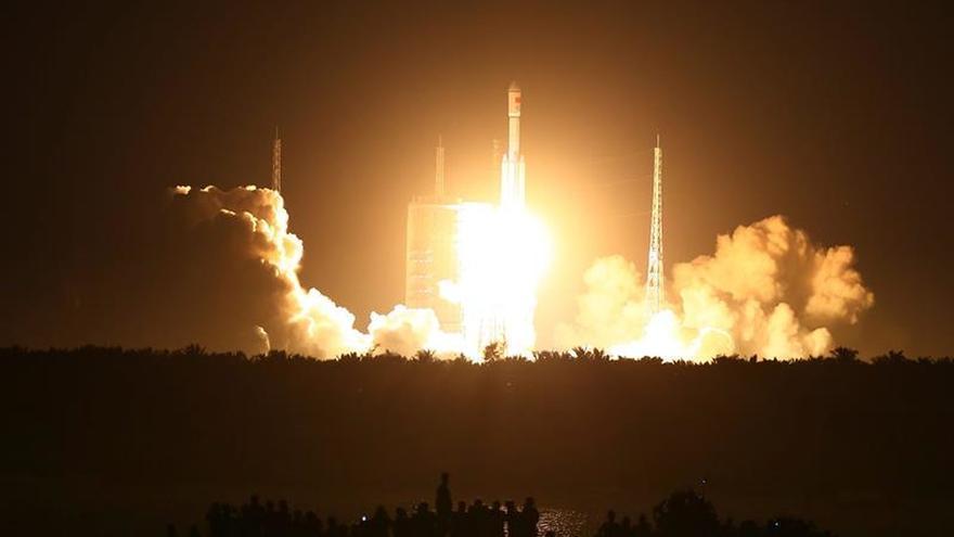 China estrena el nuevo cohete que pondrá en órbita su estación espacial