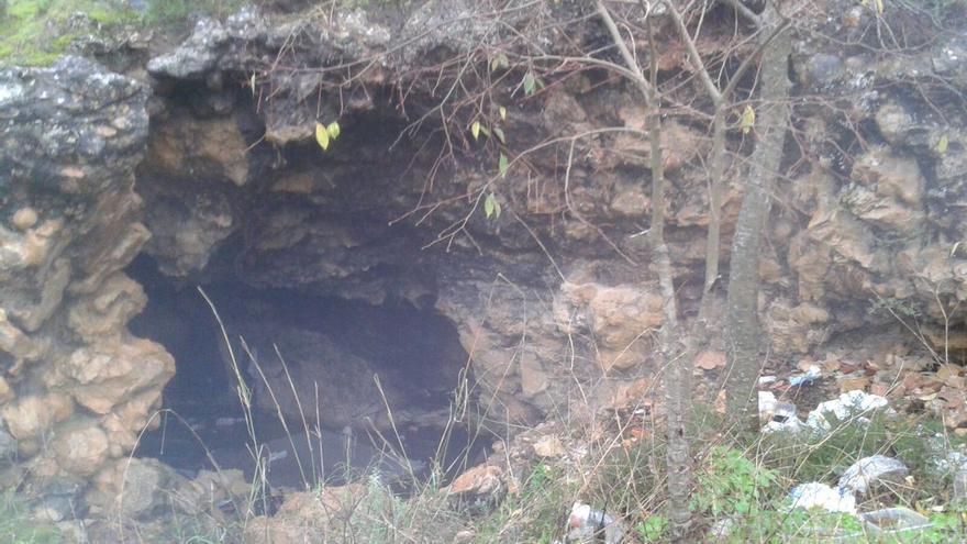 Imagen de la cueva donde vivía la víctima