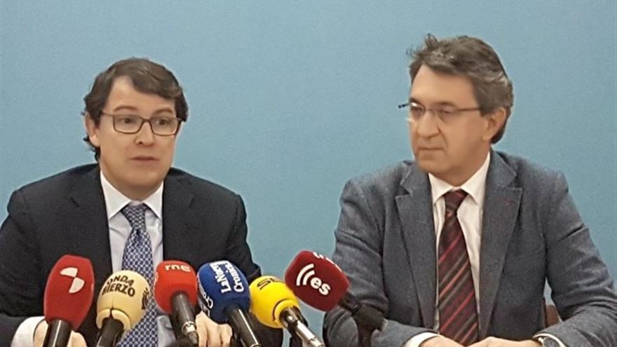 Juan Martínez Majo, nuevo delegado en León y Alfonso Fernández Mañueco en una imagen de archivo.