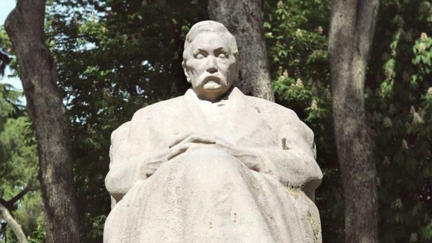 Momumento al escritor Pérez Galdos en los Jardines de Cecilio Rodríguez en el madrileño Parque del Retiro.