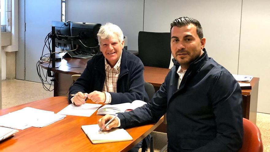 El concejal de Urbanismo, Manuel Perera, con el viceconsejero de Política Territorial, Leopoldo Díaz.
